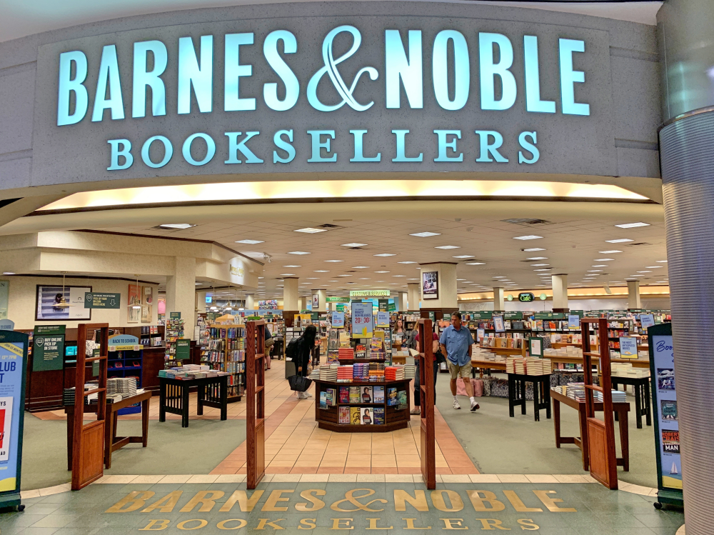 Author appearance at Barnes & Noble at Mall of America